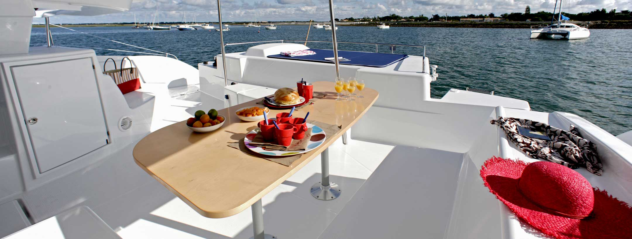 TradeWinds 50 Cruising Class Yacht outdoor dining area