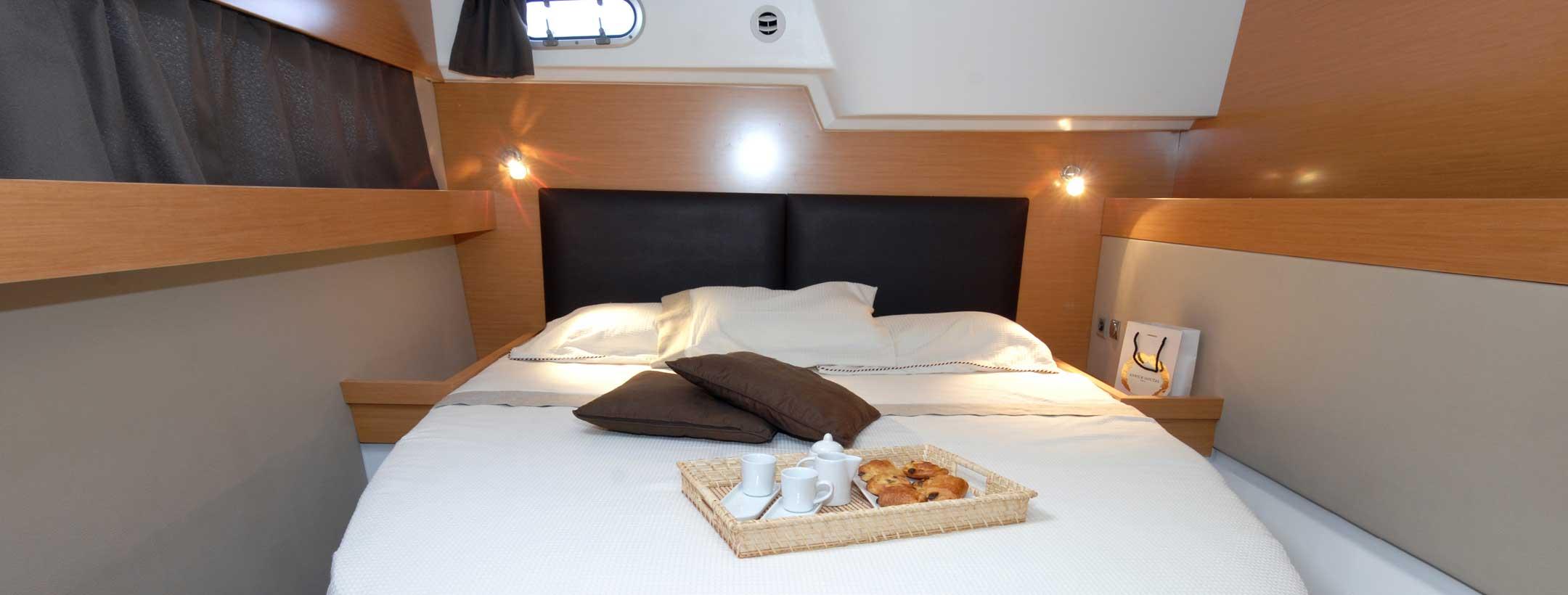 TradeWinds 50 Cruising Class Yacht cabin