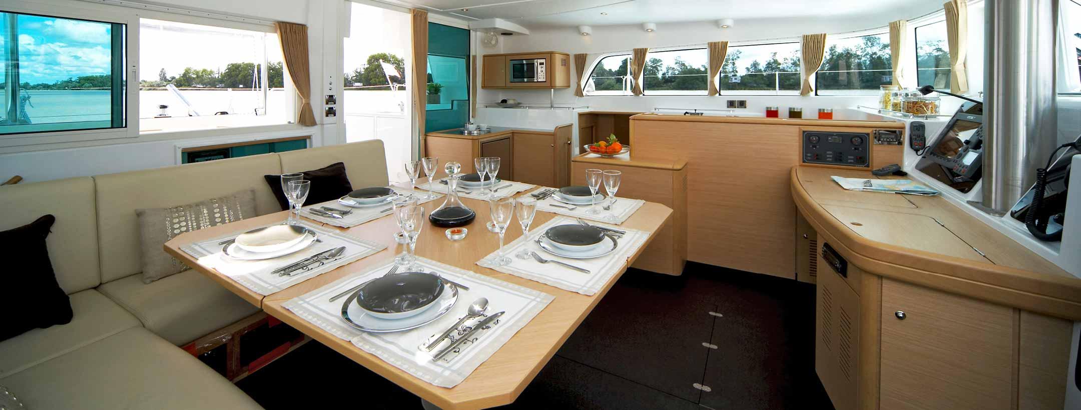 TradeWinds Lagoon 500 Cruising Class Yacht dining area