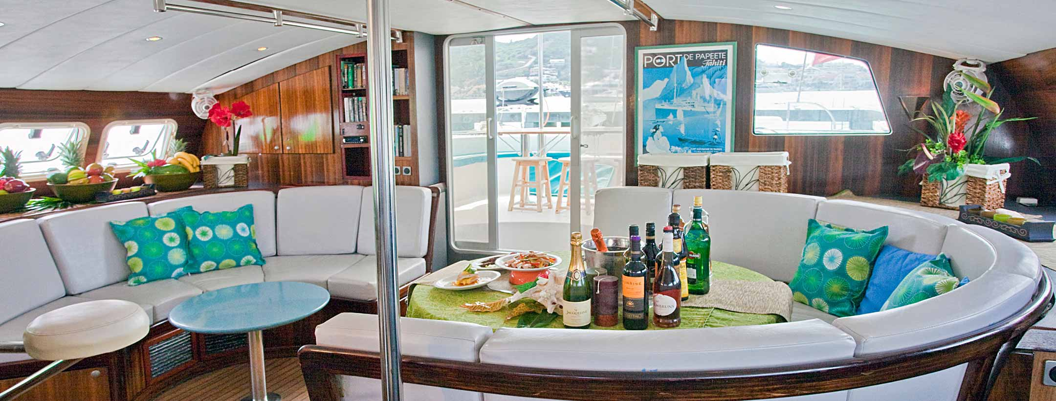 TradeWinds Marquises 56 Cruising Class Yacht dining area