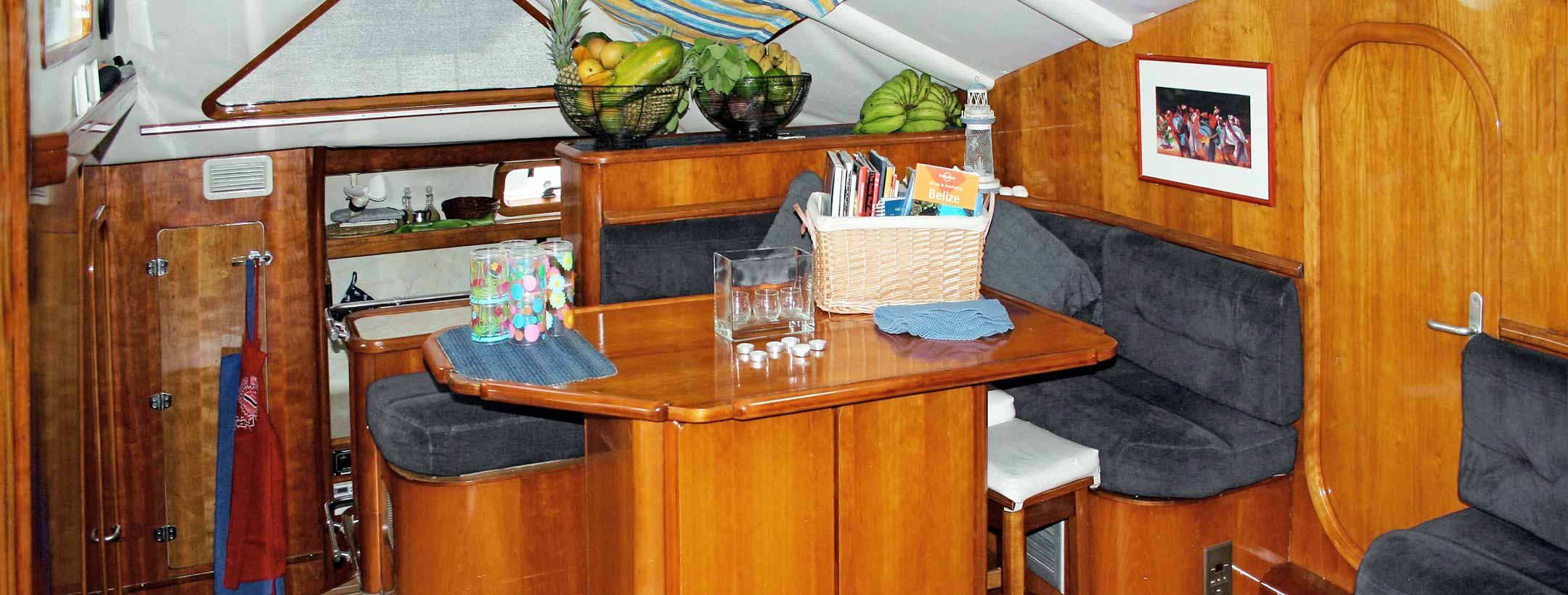 TradeWinds Privilege 51 Cruising Class Yacht indoor view