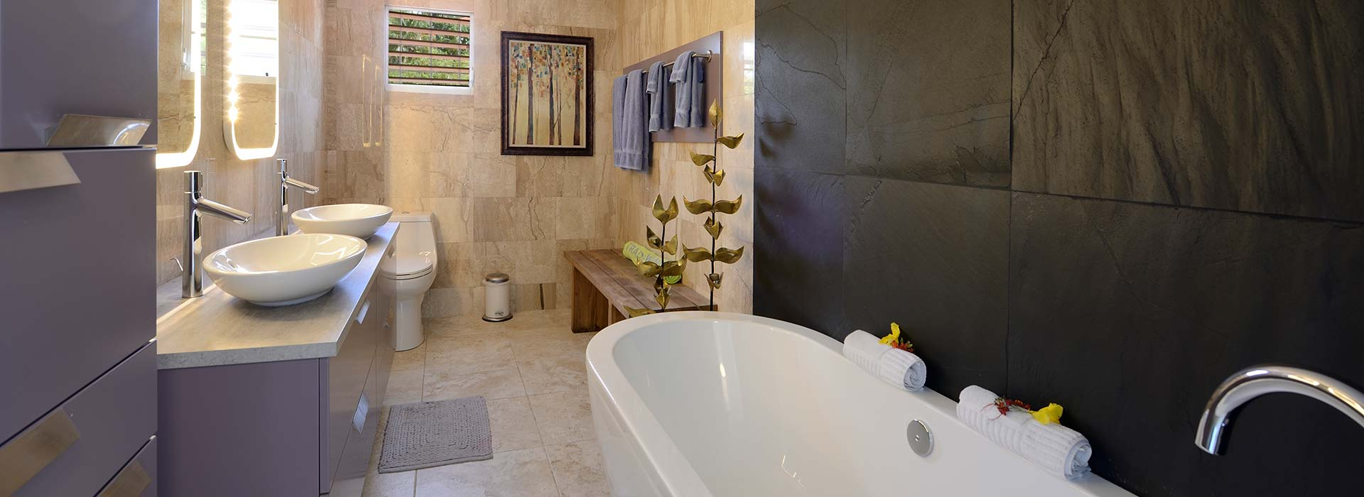 A bathroom in Pelican Villa